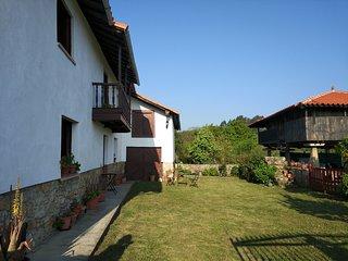 Casa Santa Agueda. Antigua casa asturiana situada en el centro asturiano