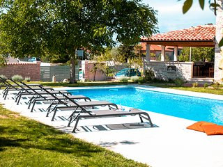 Holiday home private pool 12 pax