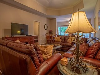 Green Mountain Grand Condo - 4 Bed 4 Bath Condo right off The Branson Strip!