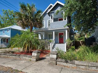 TurnKey - Restored Victorian 3BR w/ Deck & Balcony - Walk to Downtown