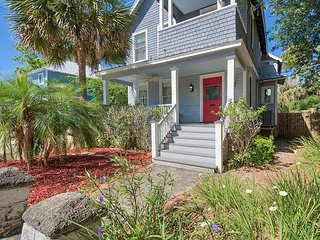 Restored Victorian 3BR w/ Deck & Balcony - Walk to Downtown