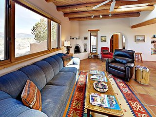 Casa Allis w/ Picture-Perfect Mountain Views: 2BR w/ Private Courtyard
