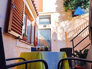 Family apartment with lovely terrace and grill