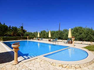 Pool,bbq and beach in walking distance