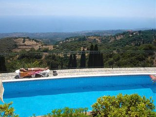 Ideal holiday environment with pool and sea views