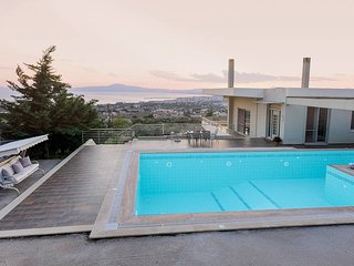 'Aelia' Luxurious villa with pool,close to the sea