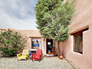 Mesa Sunrise: Charming Southwestern 1BR w/ Sunrise Views – Near Taos Plaza