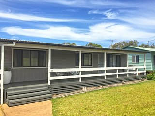 The Relax Shack * Culburra Beach sleeps 7