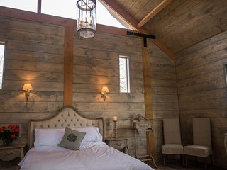 Vine Lodge - Romantic Cotswold Country Retreat