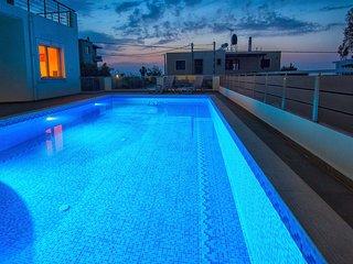 Modern, Sunny summer Pool House next to Akrotiri