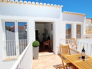 TV-11T- New T-1 apartment with open and spacious areas in the center of Tavira
