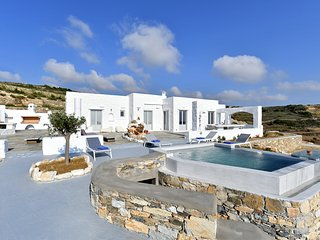 Villa Space, with 4 br, private jacuzzi and sea view