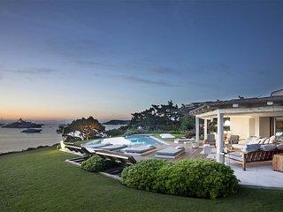 Magnifica villa fronte mare in Costa Smeralda
