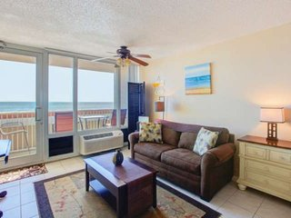 Best Location: Direct Oceanfront, 3 Min Walk to Restaurants, Fishing Pier, & Mor