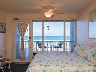 Best Couple's Getaway: Oceanfront Views, King Bed, 1st Floor Entry/2nd Floor Bal