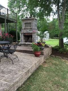 Outdoor Fireplace. Wood available for 2 nights.