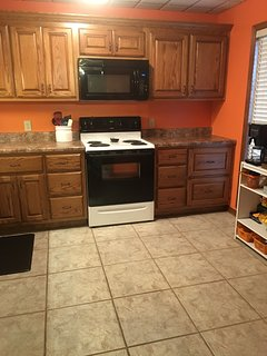 Fully equipped kitchen. Coffee Bar - Bunn & Keurig