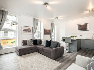 Central & Stylish 1 Bed Apt. With Courtyard!