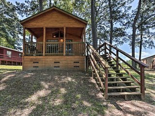 Cozy Milam 'Red Fox Cabin' w/Porch on Toledo Bend!