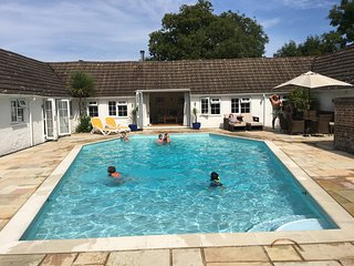 5 Star holiday cottage near Brighton, swimming pool, games room