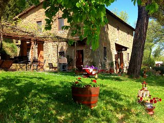 Tuscan family -run farmhouse with private pool in Chianti