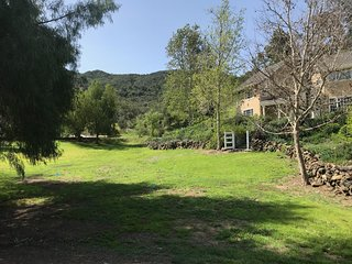 Malibu Hills Country Estate in wine trail-minutes from beaches or 101 freeway