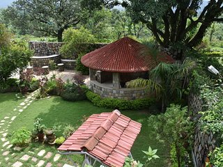 Oxygen Home Stay - Garden and Hill View Villa Floor
