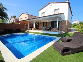 Apart-rent (0050) Villa al canal con piscina privada & amarre