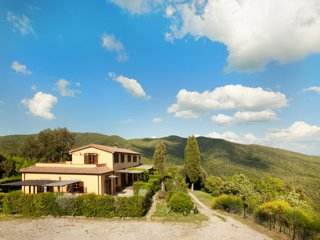 Tuscany Hills Country House close to the Seaside for Groups or Retreats