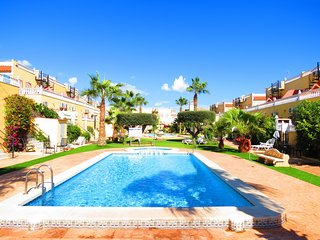 La Zenia Townhouse with Shared Pool and 10 Minutes Walk to Beach