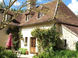 Calme, authenticite, cadre enchanteur, jardin luxuriant, vue dominant la vallee