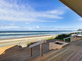 Upscale, oceanfront home with immediate beach access, large deck, free WiFi