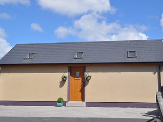 River Lodge - cosy flat to rent in Annascaul, Dingle Peninsula