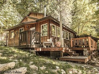 Your own private tree house with private hot tub, free wifi, propane firepit