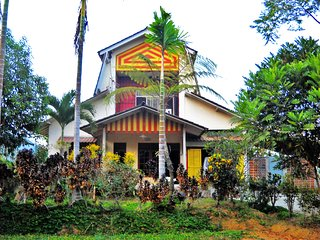 deBEGAN home stay, strategic, country atmosphere, nice weather, high privacy.