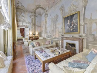 Spacious Maggio Palace  apartment in Oltrarno with WiFi, integrated air conditio