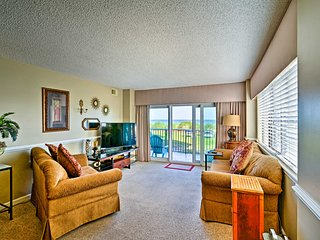 Oceanfront Myrtle Beach Condo w/ Patio & Pools!