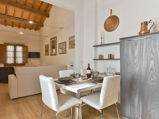 Perugino apartment in Duomo with WiFi, integrated air conditioning & balcony.