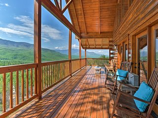 Updated Gatlinburg Cabin w/Mtn. Views & Game Room!