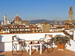 Spacious Pontevecchio Terrace  Center apartment in Oltrarno with WiFi, integrate