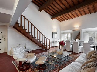 Spacious Rondinelli  apartment in Duomo with WiFi, integrated air conditioning &