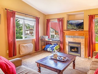 Icicle Ridge View Condo - Breathtaking Views & Just Minutes from Downtown