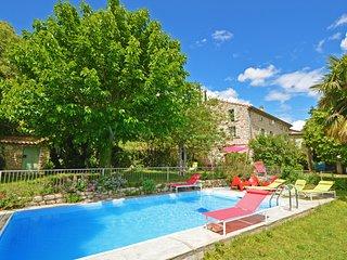Mas Cibarots piscine privée 12p 6chb belle vue