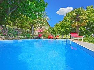 Mas Cibarots piscine privee 12p 6chb belle vue