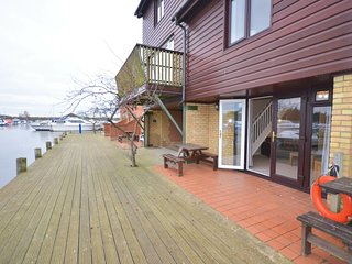 Grebe Cottage, Ferry Marina, Horning