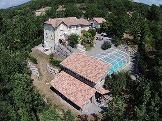 Le Domaine Alpin calme et détente avec piscine couverte et chauffée