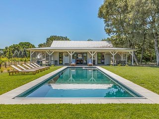 2 Vineyard Cottages on 6 Acres - Hot Tub, Pool, Ping Pong & Outdoor Kitchen