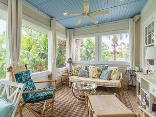 Adorable 2BR Cottage Near Beach w/ Wraparound Deck