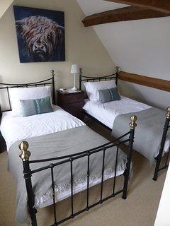 Twin bedroom (second floor)