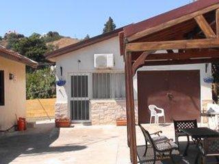 Jacaranda Villa, 3 bed detached villa with private pool, free WiFi, near village